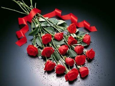 Aldığı çiçeklerin solması!  Bir erkeğin size çiçek vermesinin nedeni; yaşadığınız ilişkide duyduğu heyecanı sizinle de paylaşmak istemesidir.  Çiçekler; sevgiliniz yanınızda olmadığında, salonunuzda veya evinizin baş köşesine onu temsil eder. Eğer o çiçeklere iyi bakmazsanız, ilişkinize olan inancınızı yitirdiğinizi düşünebilir.